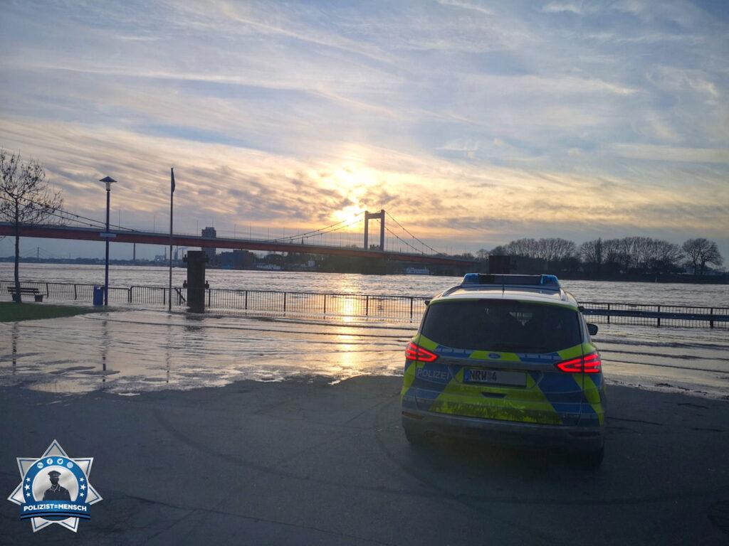 """""""Liebe Grüße aus Duisburg-Ruhrort vom Hochwasser! Nane und Anika"""""""