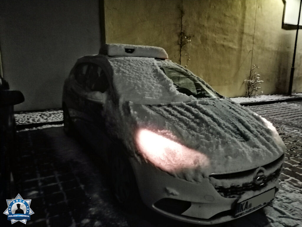 """""""Guten Morgen aus dem beschaulichen Kronau in Baden. Erst einmal das Dienstfahrzeug vom Schnee befreien. Kommt davon, wenn man keine Garage hat. Gruß, Oliver (Ortspolizei)"""""""