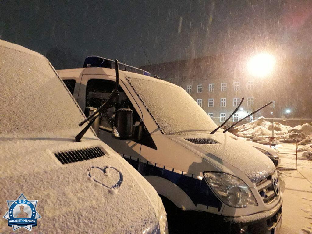 """""""Winterliche Grüße aus Hamburg Alsterdorf von Kessy, Bommel und Marc."""""""