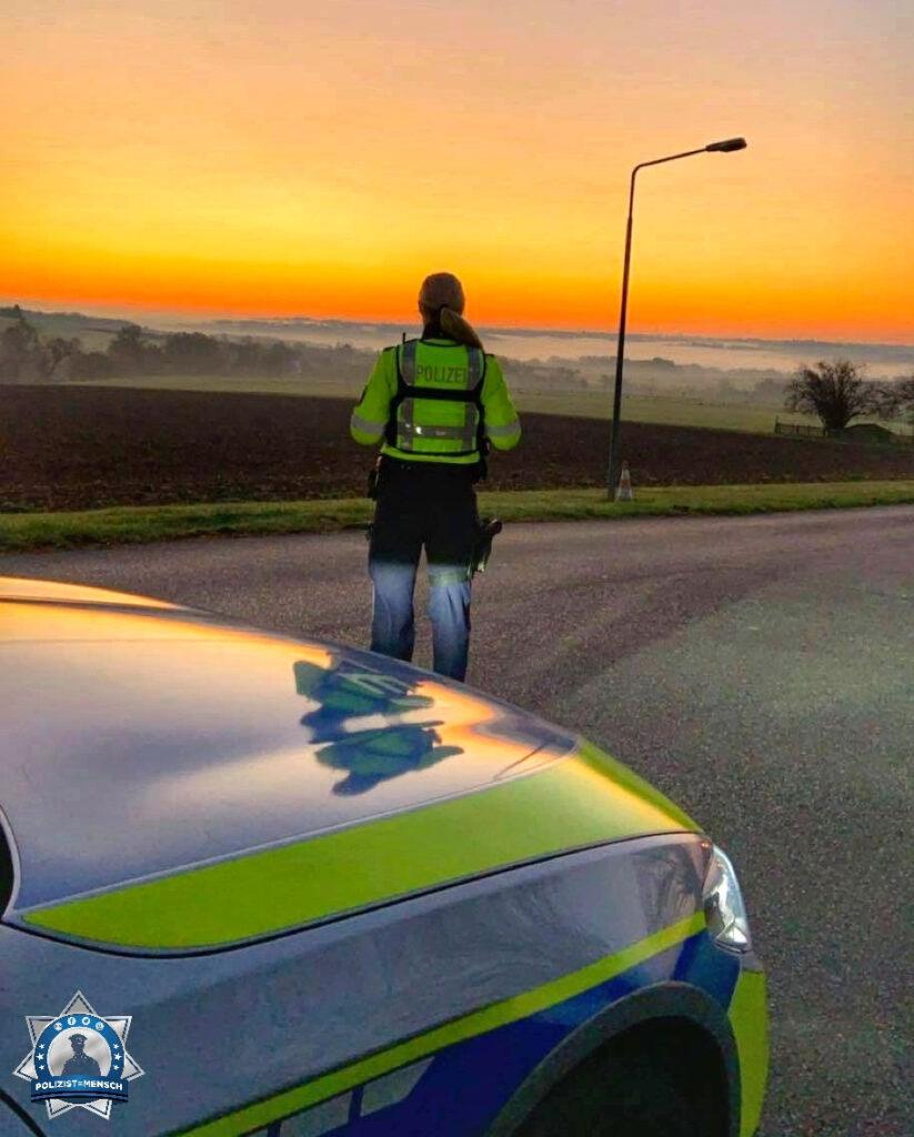 """""""Schöne Grüße von der Autobahnpolizei Mülheim an der Ruhr. Auch wir genießen mal den Sonnenaufgang fernab von der Autobahn ☀️ Gerrit und Charlotte"""""""