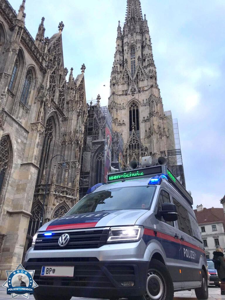 """""""Hallo Zusammen! Herzliche Grüße aus Wien vom TAKKOM-Team der österreichischen Bundespolizei! Andi"""""""