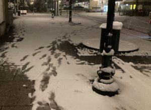 Fast wie eine Visitenkarte: Einbrecher hinterlässt Spuren im Schnee - Festnahme