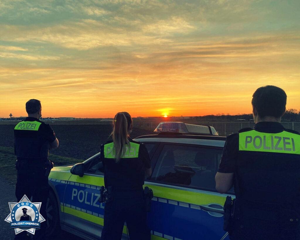 """""""Moin moin, wir senden sonnige Grüße vom Flughafen Langenhagen. Jan, Viktoria und Maurice"""""""