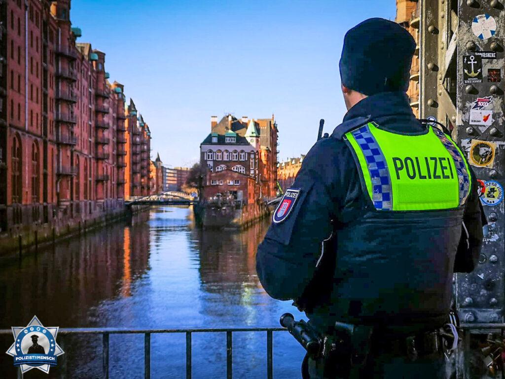"""""""Das Wasserschloss in Hamburg, ein Muss für jeden Fotografen. Oft fotografiert, verliert aber nie an Charme. Liebe Grüße aus Hamburg und bleibt Gesund, Sebastian"""""""