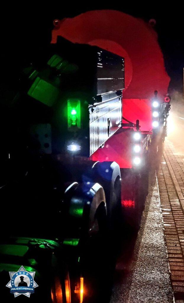 """""""Viele Grüße an alle aus der Nachtschicht vom Autobahnrevier Bad Oldesloe, heute bei einer Großraum- und Schwertransport-Begleitung, André"""""""