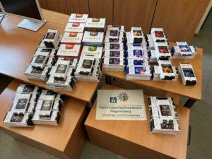 Mögliche Hehlerware: Polizisten spenden sichergestellte Schokolade für Bedürftige