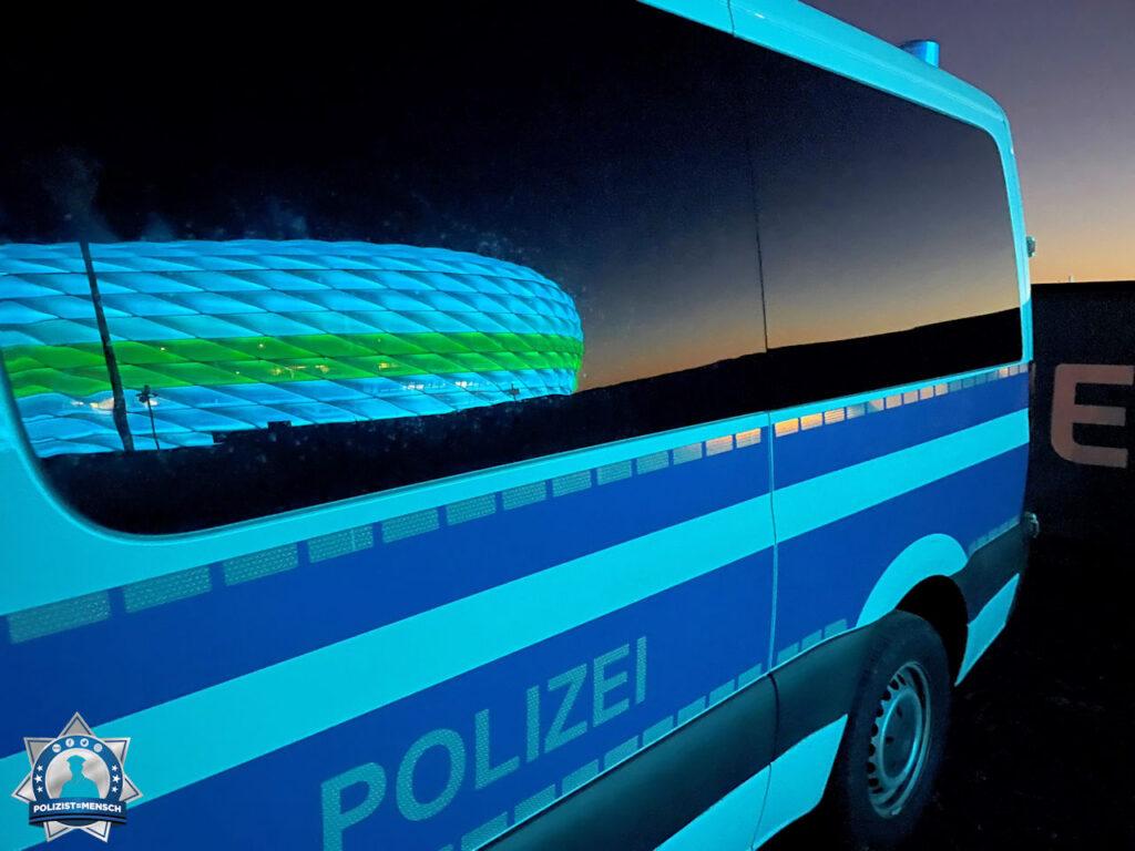 """""""Grüße vom Objektschutz vor der Allianzarena, Stefan"""""""