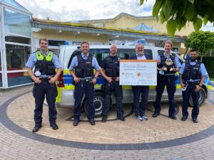 Schnauzbartwette: Polizisten spenden für Kinder- und Jugendhospiz