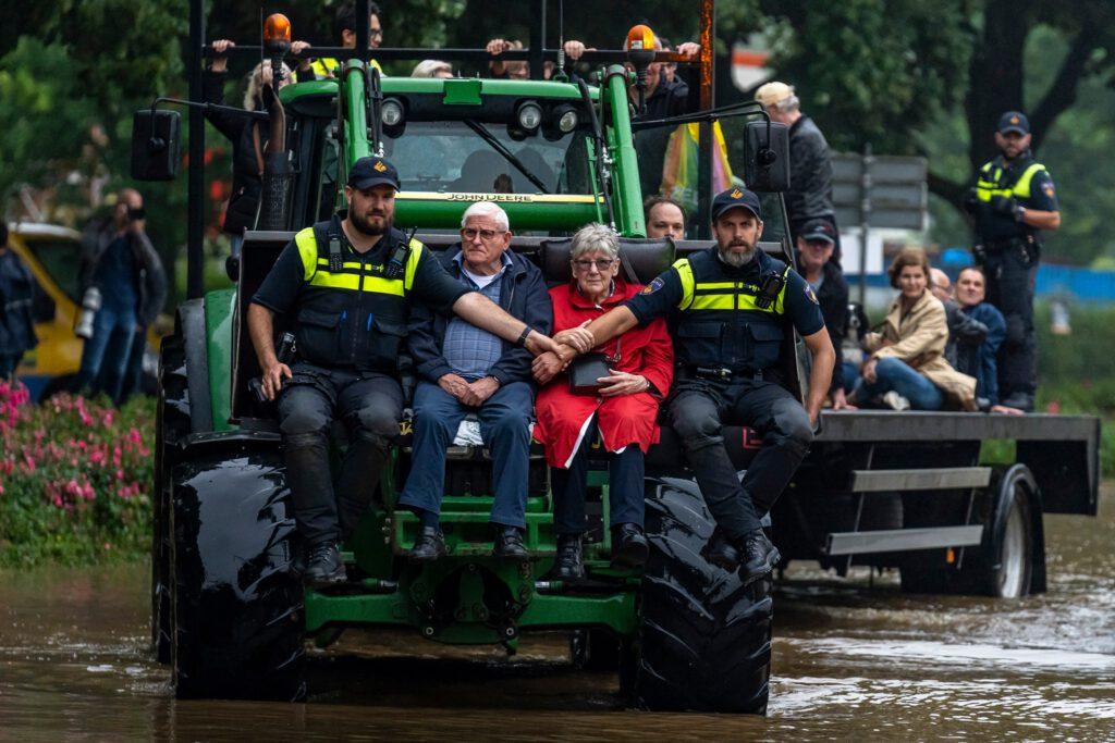 Unser Bild des Jahres, fotografiert von Marcel van Dorst während der Evakuierung im niederländischen Limburg