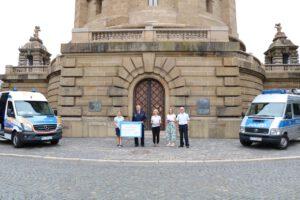 Virtueller Spendenlauf: Baden-Württembergische Blaulichter sammeln Spenden und übergeben sie an ASB Wünschewagen