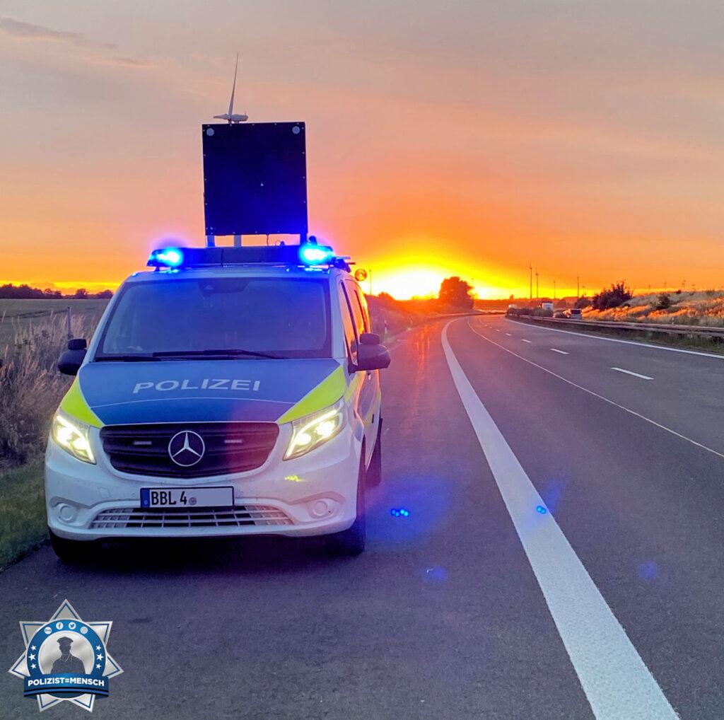"""""""Mit schönen Grüßen aus der Nachtschicht auf der A24 der Autobahnpolizei Walsleben (Brandenburg), Vanessa"""""""