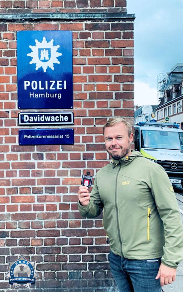 """""""Sightseeing mit der Familie in Hamburg. Vielen Dank den Kollegen der Davidwache für das Patch der Hamburger Polizei. Bleibt gesund! Euer Brandenburger Kollege Daniel."""""""