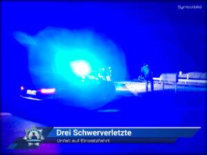 Unfall auf Einsatzfahrt: Drei Schwerverletzte