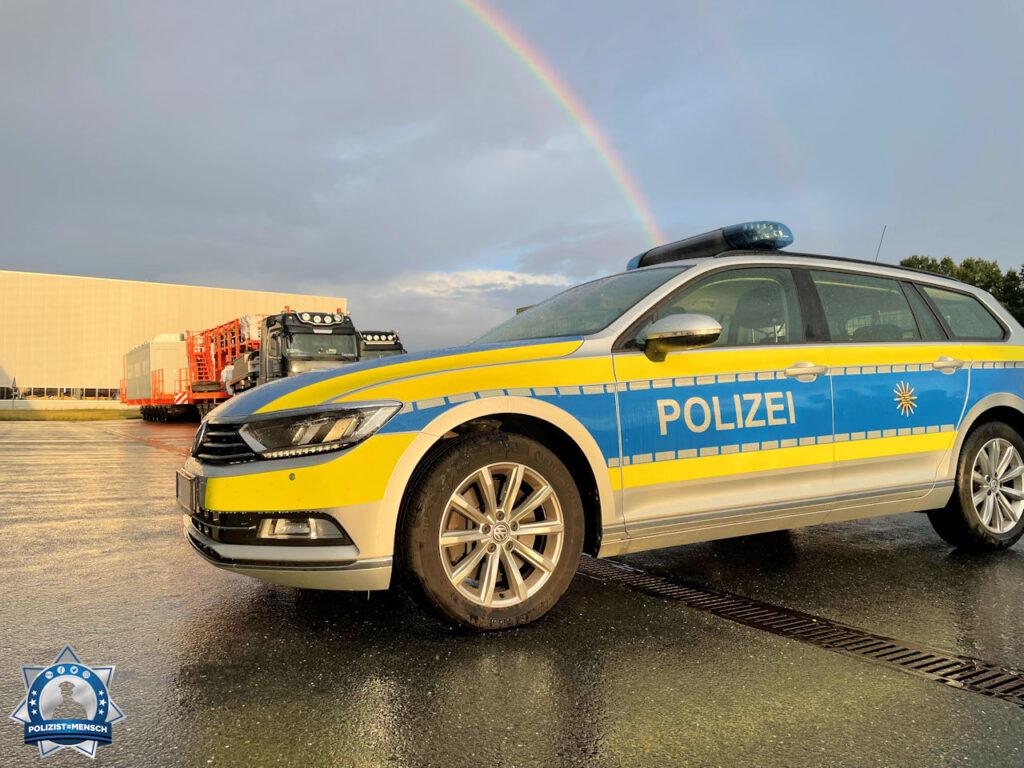 """""""Viele Grüße von Paul, Steini und Thomas von der Verkehrspolizeiinspektion Zwickau, hier bei der Begleitung eines Schwerlasttransportes."""""""