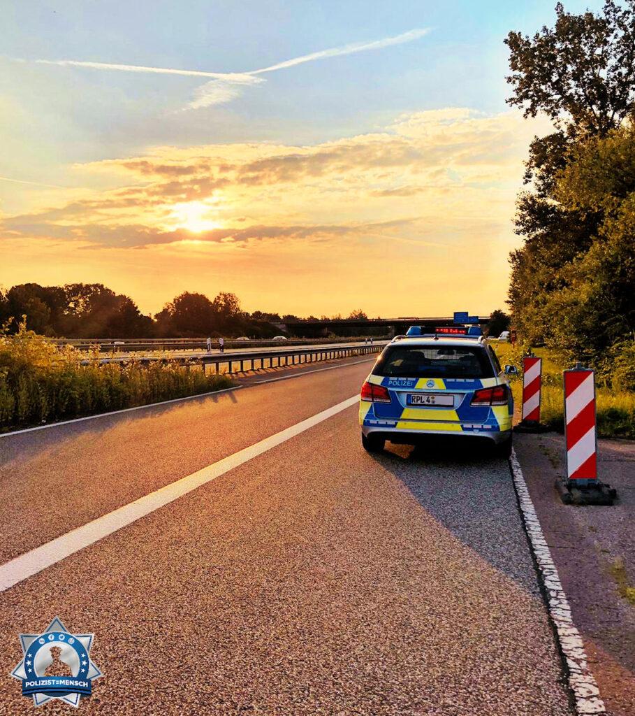 """""""Autobahnromantik auf der A61. Viele Grüße von der Dienstgruppe A der Polizeiautobahnstation Ruchheim, Franzi"""""""